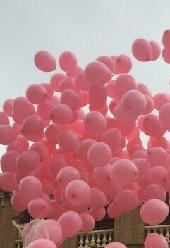 suelta-de-globos-en-la-lucha-contra-el-cancer-imagen-de-archivo