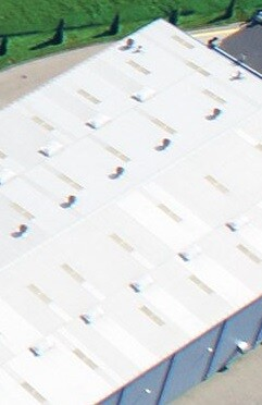 Un ambiente laboral térmico estable mejora y mantiene la temperatura interior en almacenes y plantas de producción.