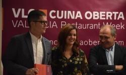 alejandro-del-toro-y-recoge-su-responsable-de-comunicacionpresentacion-de-la-xv-edicion-de-valencia-cuina-oberta-y-producto-gastronomico-de-la-ciudad-29