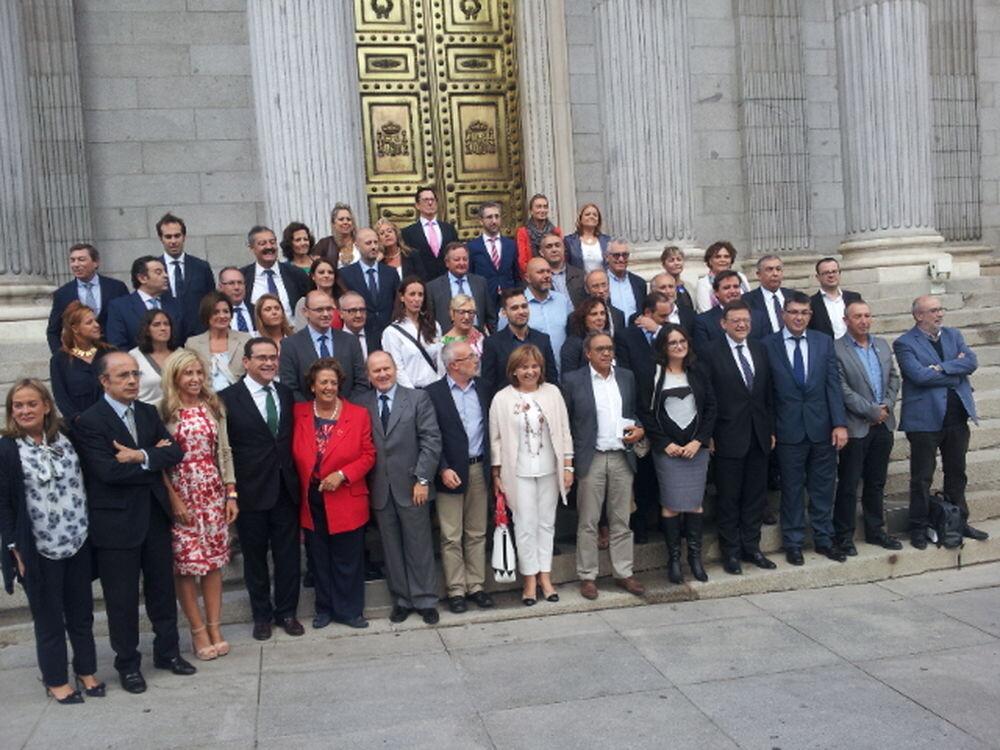 delegacio-valencians-lestatut-salva-almenar_1432066986_3338375_1000x750