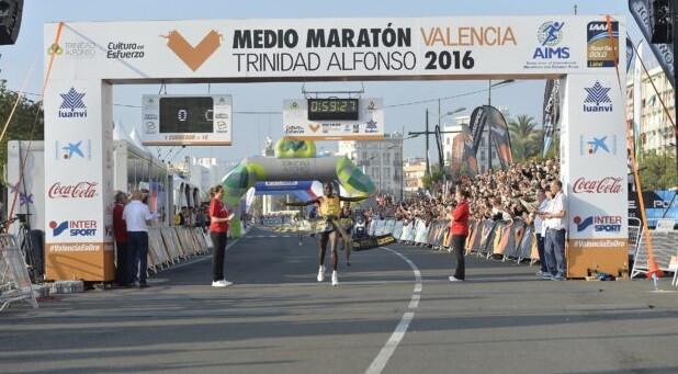 el-vencedor-en-la-modalidad-masculina-stephen-kosgei-kibet-foto-valenciaciudaddelrunning