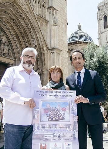la-presidenta-de-la-junta-municipal-de-ciutat-vella-y-concejala-de-valencia-pilar-soriano-junto-a-basilio-lopez-y-el-vocal-de-la-comision-de-cultural-alberto-diaz