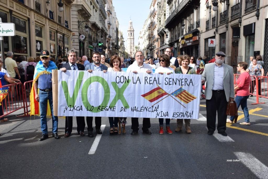 procesion-civica-valencia-9-octubre-senera-senyera-partidos-politicios-1