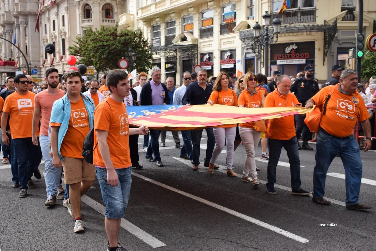procesion-civica-valencia-9-octubre-senera-senyera-partidos-politicios-11
