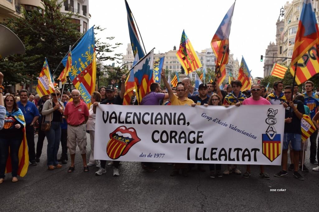 procesion-civica-valencia-9-octubre-senera-senyera-partidos-politicios-16