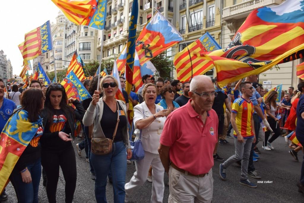 procesion-civica-valencia-9-octubre-senera-senyera-partidos-politicios-17