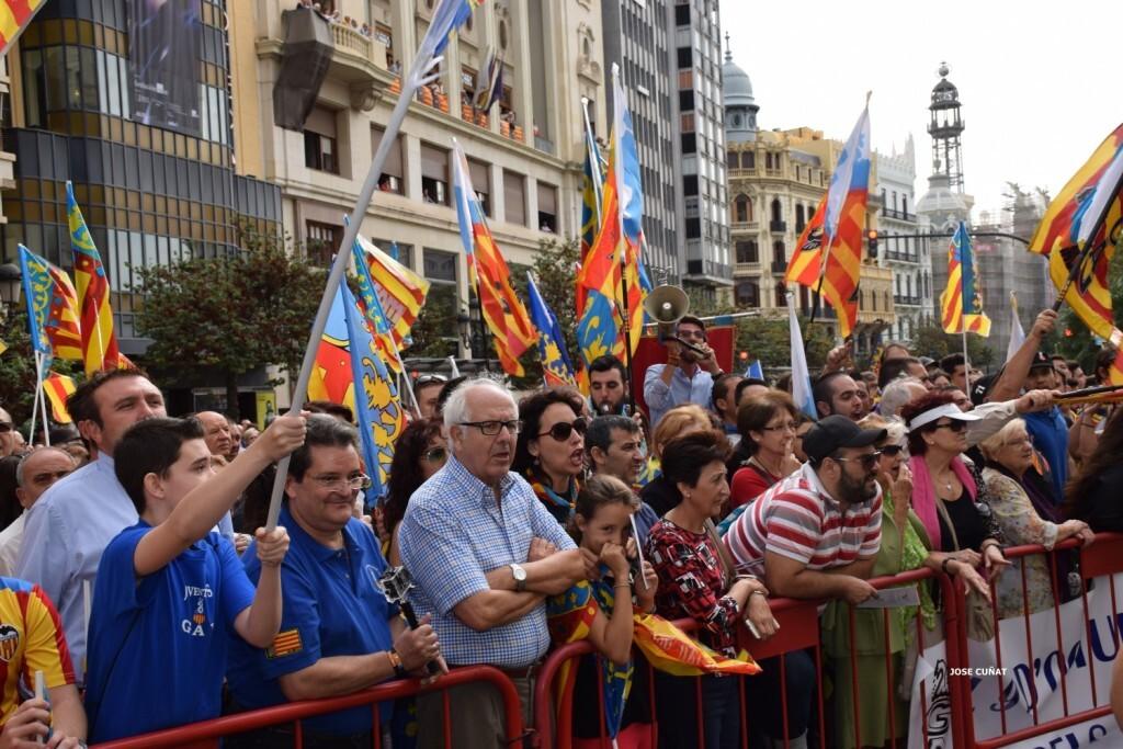 procesion-civica-valencia-9-octubre-senera-senyera-partidos-politicios-3