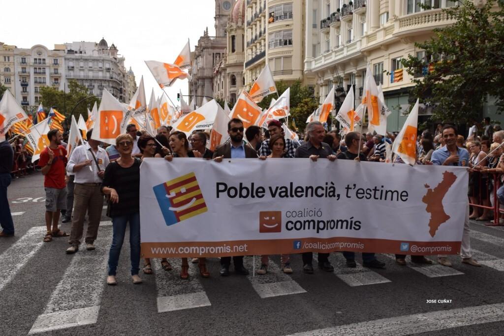 procesion-civica-valencia-9-octubre-senera-senyera-partidos-politicios-5