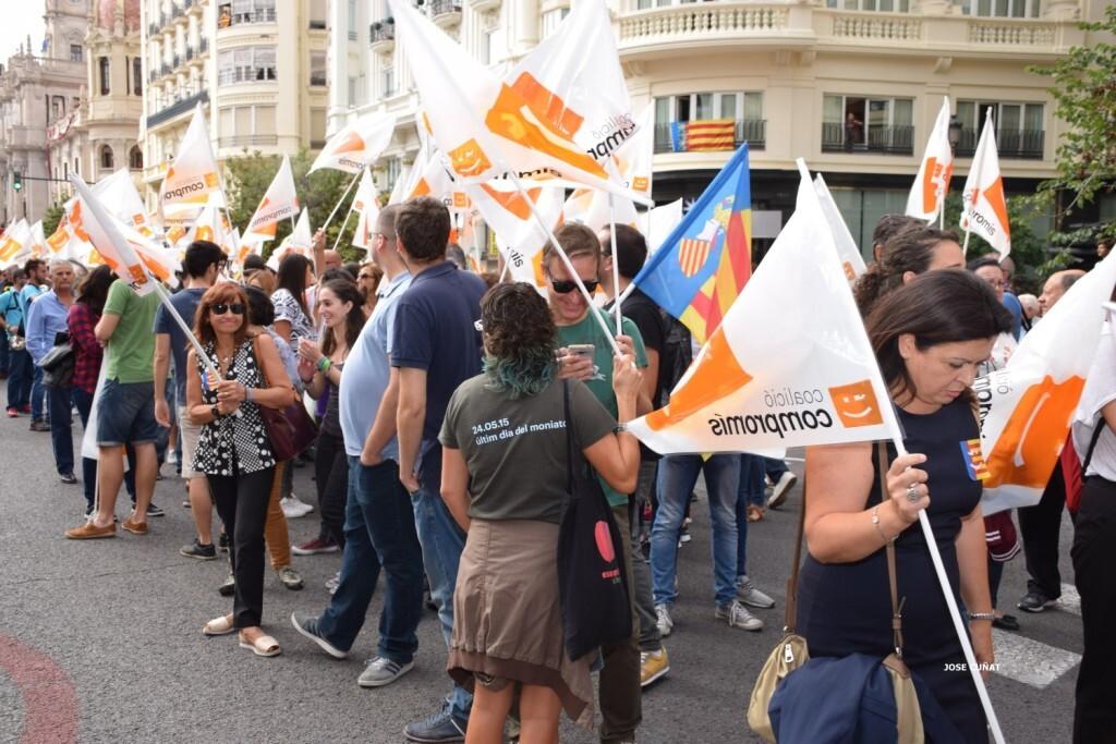 procesion-civica-valencia-9-octubre-senera-senyera-partidos-politicios-6