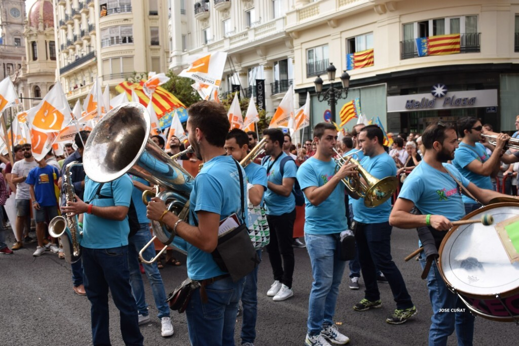 procesion-civica-valencia-9-octubre-senera-senyera-partidos-politicios-7