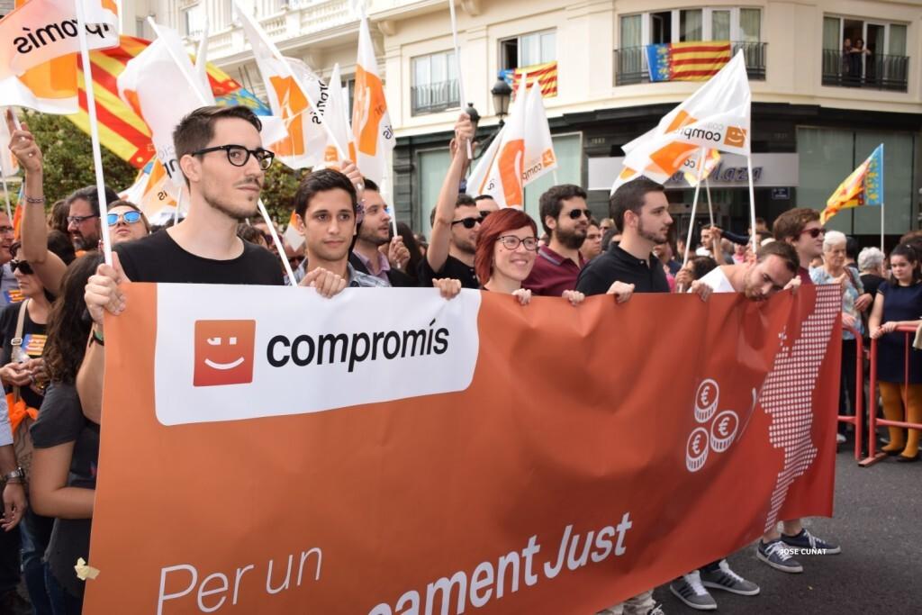procesion-civica-valencia-9-octubre-senera-senyera-partidos-politicios-8