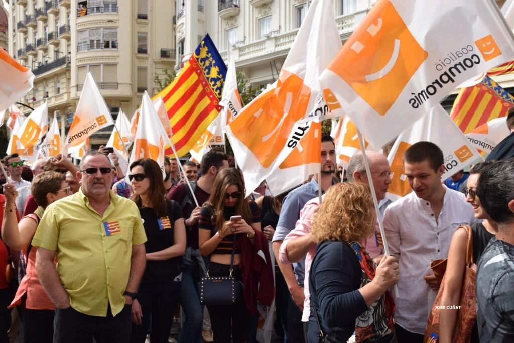 procesion-civica-valencia-9-octubre-senera-senyera-partidos-politicios-9