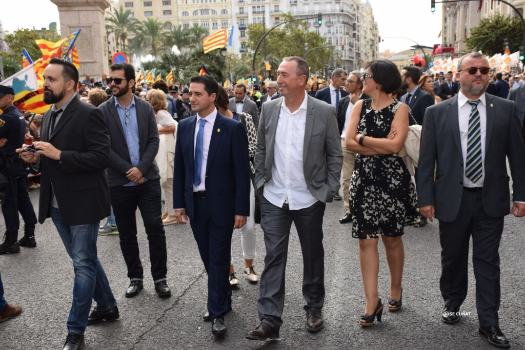 procesion-civica-valencia-9-octubre-senera-senyera-personalidades-35