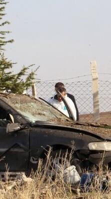 un-coche-destruido-por-explosivos-imagen-de-archivo