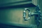una-cerradura-antigua-es-una-invitacion-para-los-ladrones