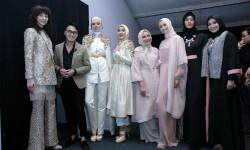 OCTOBER 22 : barli asmara, zaskia sungkar and Guests poses for a picture of Indonesia Fashion Forward 1 Show during Jakarta Fashion Week 2017 in Senayan City, Jakarta.