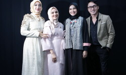 OCTOBER 22: Model prepares backstage at the Indonesia Fashion Forward 1 Show during Jakarta Fashion Week 2017 in Senayan City, Jakarta.