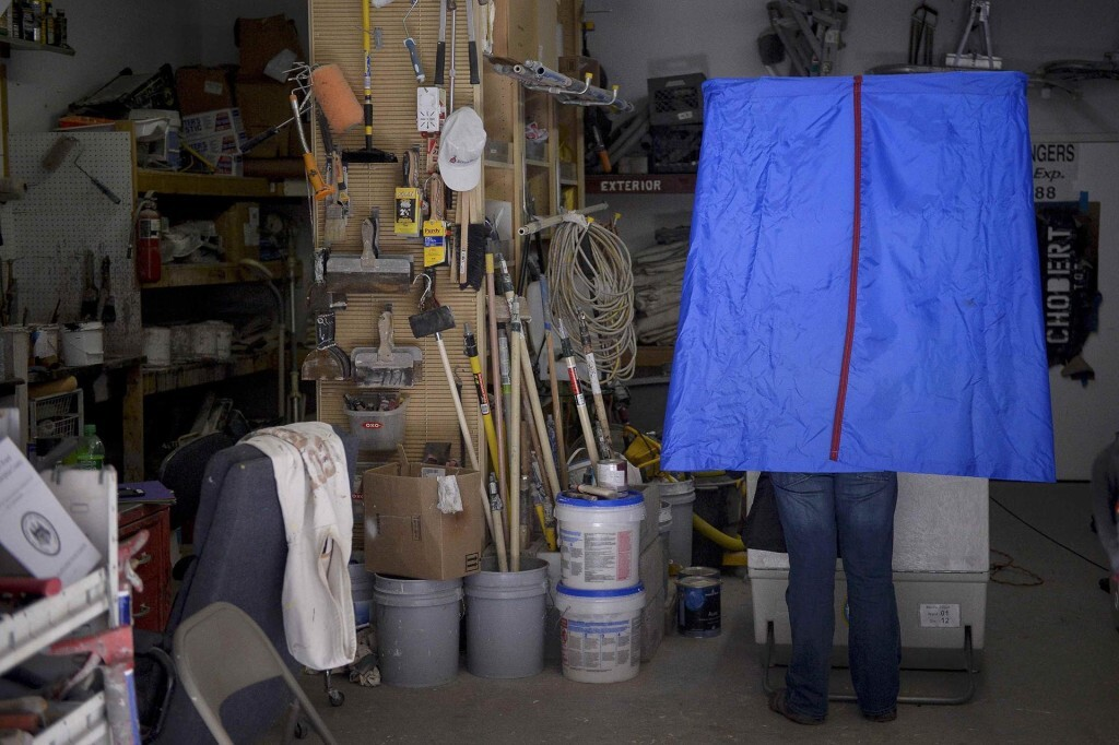 A voter casts his ballot inside the garage of Chobert Decorators during the U.S. presidential election in Philadelphia, Pennsylvania, U.S. November 8, 2016.  REUTERS/Charles Mostoller