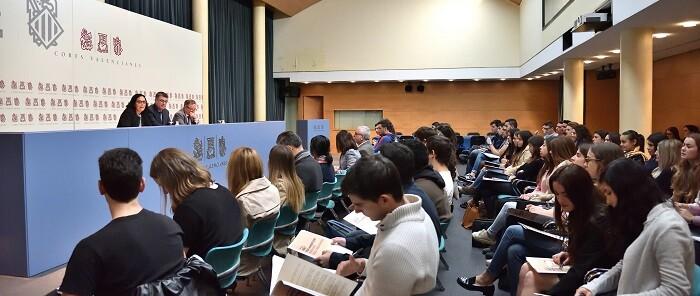 inauguracion-de-la-sesion-del-curso-de-derecho-parlamentario-que-se-ha-celebrado-hoy-en-la-camara-autonomica-con-alumnas-de-la-universitat-jaume-i-de-castello