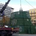 los-arboles-y-la-iluminacion-de-navidad-comienzan-a-transformar-las-plazas-de-la-ciudad