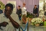 miles-de-cubanos-rinden-homenaje-a-fidel-castro-en-la-habana