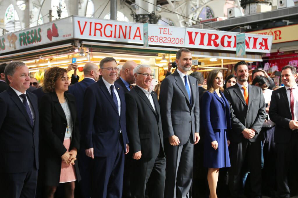 Puig acompaña a Sus Majestades los Reyes en su visita al Mercado Central de Valencia