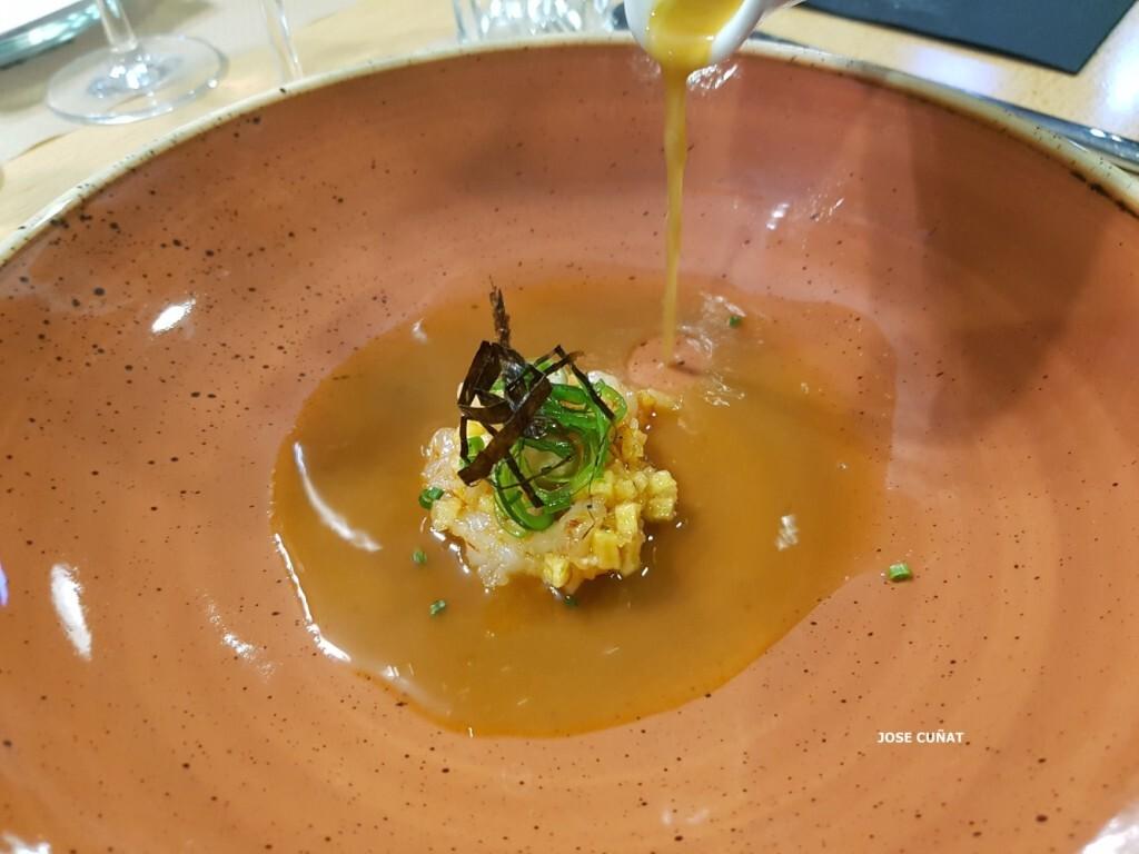 tartar-de-gambas-con-bullabesa-citrica-aceite-de-sesamo-soja-y-salsa-de-ostrarestaurante-julio-verne-en-valencia-8