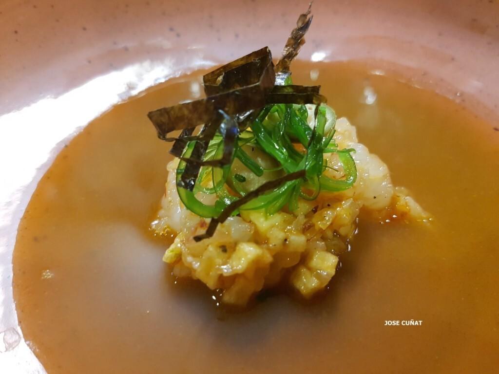 tartar-de-gambas-con-bullabesa-citrica-aceite-de-sesamo-soja-y-salsa-de-ostrarestaurante-julio-verne-en-valencia-9