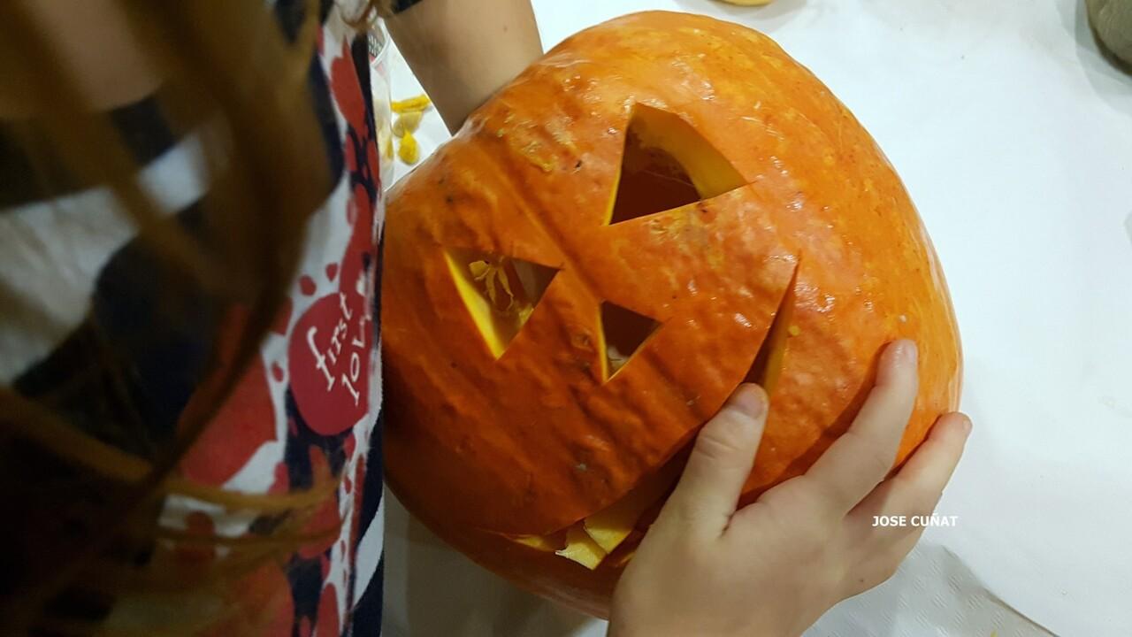 como-hacer-una-calabaza-de-halloween-7