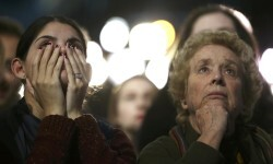Supporters of Democratic presidential nominee Hillary Clinton watch and wait at her election night rally in New York, U.S., November 8, 2016. REUTERS/Carlos Barria