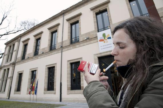 En 2012, el 24% de la población a partir de 15 años fumaba a diario./ EFE