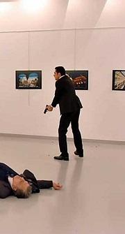 imagen-del-policia-tras-disparar-contra-el-embajador