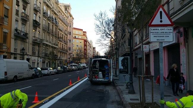 introduccion-de-senalizacion-horizontal-y-la-instalacion-de-dispositivos-de-caucho-carril-bus
