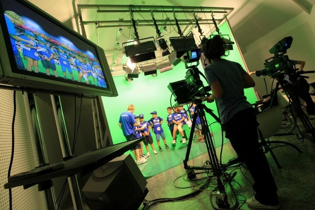 los-visitantes-del-museo-de-las-ciencias-graban-super-propio-programa-en-el-taller-estudio-de-tv