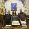L'alcalde de València, Joan Ribó, acompanyat de la regidora de Cultura, Glòria Tello, presenta el llibre València Republicana. Societat i Cultura. Hemicicle municipal