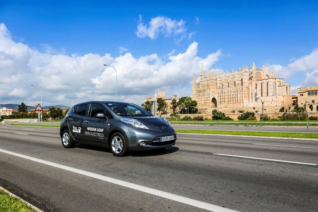 Nissan 'electrifica' Palma de Mallorca con motivo del Zero Emission Tour 2016