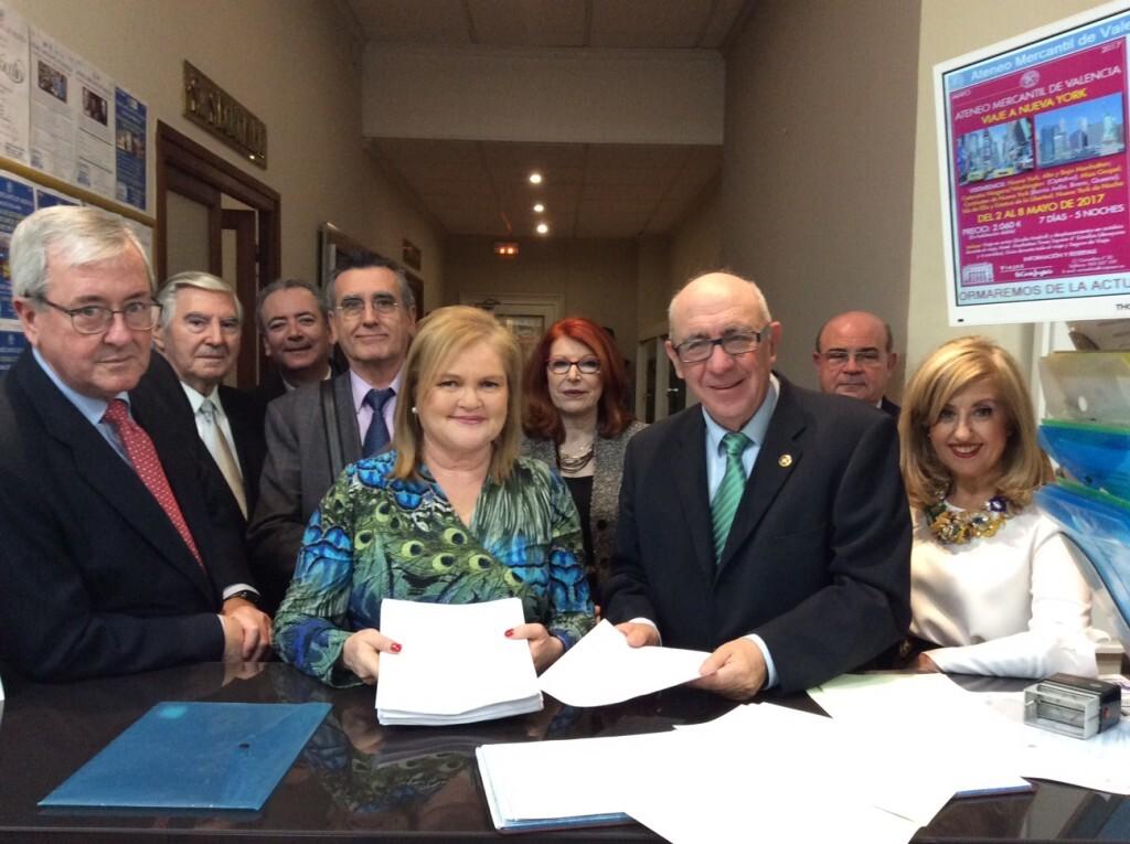 Carmen de Rosa presenta su candidatura a la presidencia del Ateneo