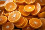 Los investigadores han demostrado la capacidad de dos tipos de bacterias de transformar los antioxidantes presentes en el zumo de naranja. / Caitlin Regan