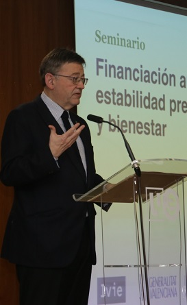 El jefe del Consell en la inauguración del seminario del IVIE.