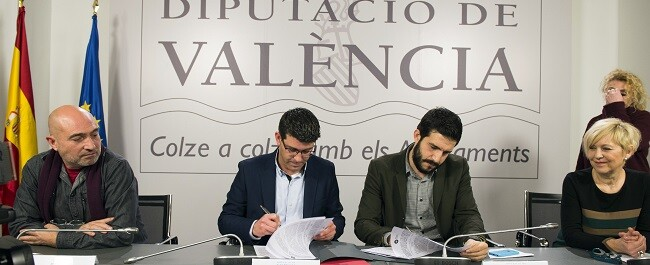 Firma del convenio con la Unió de Periodistes (Foto-Abulaila).