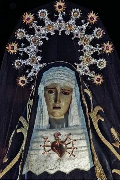 Fotografía de María del Carmen Vilaseca Haro en el museo de la Semana Santa Marinera.