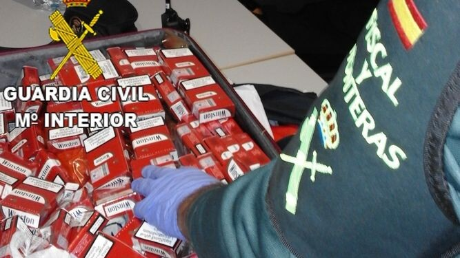 guardia-civil-interviene-cajetillas-aeropuerto_986612343_119654761_667x375