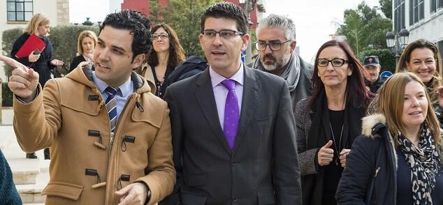Jorge Rodríguez, y la vicepresidenta, Mª Josep Amigó, visitan junto al alcalde, Juan Antonio Sagredo, las instalaciones. (Foto-Abulaila).