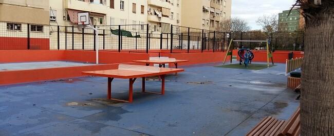 """La IDE de La Saïdia ha sido convertida en un """"skatepark"""" o pista de patinaje urbano. (Instalaciones deportivas elementales)."""