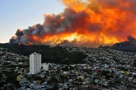 la-ciudad-de-valparaiso-se-encuentra-cercada-por-las-llamas