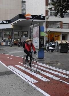 La nueva conexión, que une el Campus de los Naranjos con la avenida Blasco Ibáñez, mejora tanto la movilidad ciclista como peatonal.