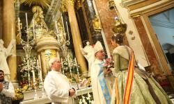 Ofrenda a nuestra Patrona la Virgen de los Desamparados de las falleras mayores (2)