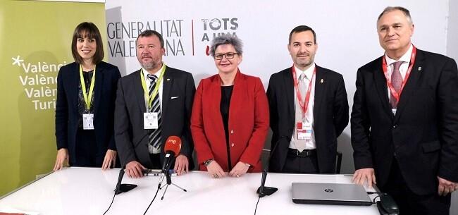 Pilar Moncho presenta nuevas acciones locales junto a los alcaldes Diana Morant, Jordi Juan, Quico Fernández y Manuel Civera en el estand de València Turisme en FITUR.