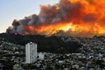 un-potente-incendio-forestal-afecta-decenas-de-casas-en-chile