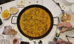 arroz de pato confitado,con boletus miqui y ajetes y al aroma de Foie gras micuit arroceria la plaza (110)